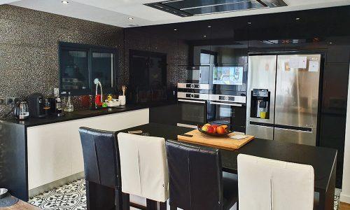 Cozinha lacada branco e preto alto brilho