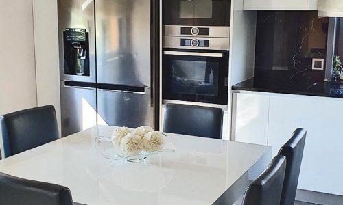 Cozinha lacada branco brilhante