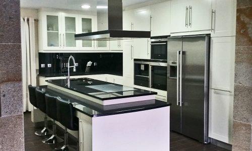 Cozinha lacada branco meio-brilho